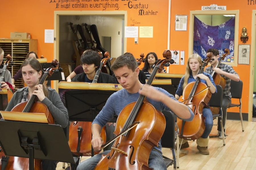 Orchestra performs for prospective musicians