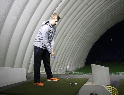Boys' golf team made up of younger players