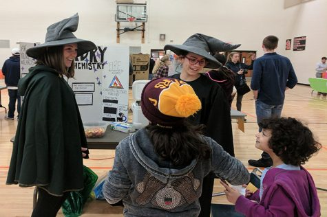 Participants enjoy Family Science Night despite low turnout