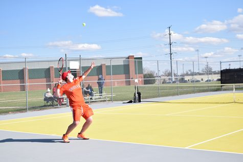 Boys' tennis loses first match to Hopkins