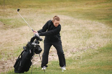 Girls' golf preps for first conference match