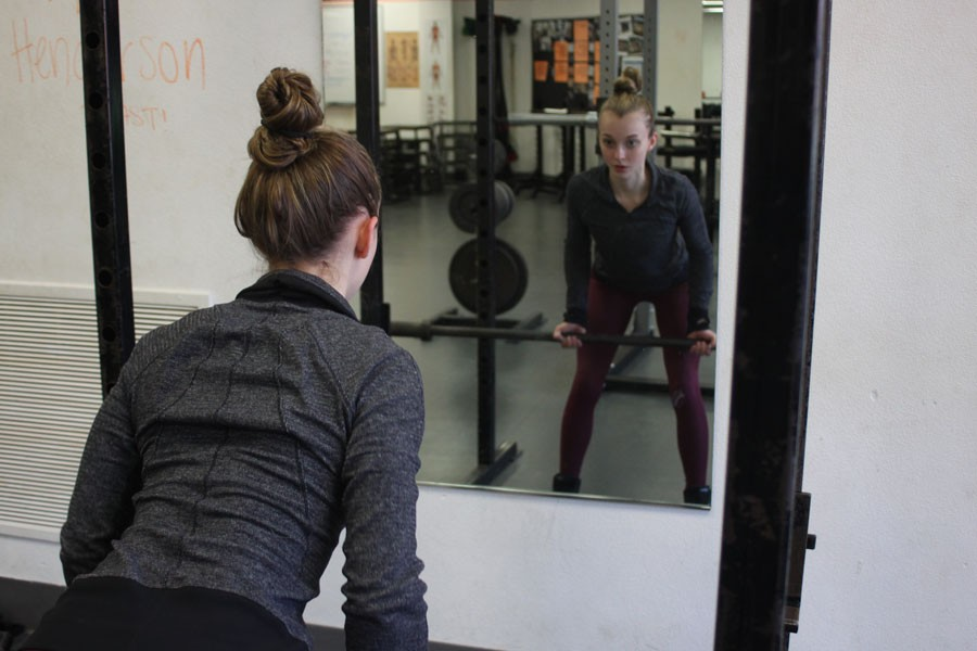 Muscle+gains%3A+Senior+Clara+Slade+performs+a+bent-over+row+while+she+works+out+Feb.+25+in+preparation+for+her+first+bikini+competition.+Slade%E2%80%99s+next+competition%2C+called+The+NPC+Gopher+State+Classic%2C+is+April+2+at+the+Minneapolis+Convention+Center.