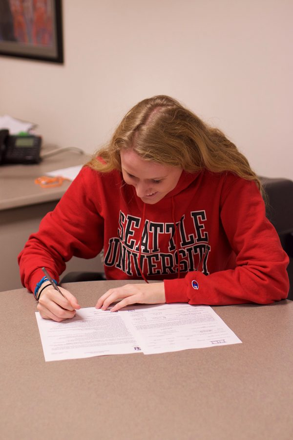 Senior+Kailey+DeLozier+signs+her+commitment+to+Seattle+University+for+Division+1+swimming.+She+signed+the+contract+Nov.+9.