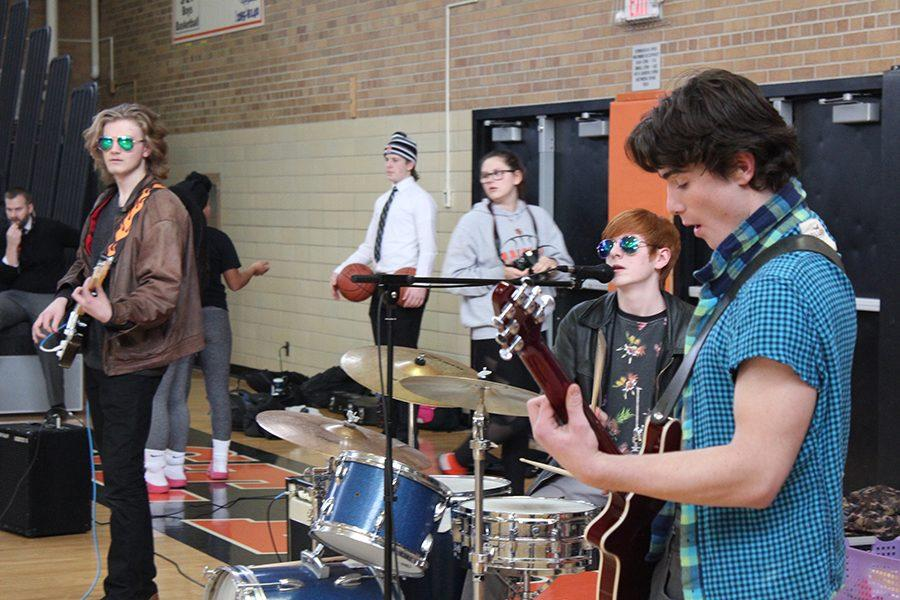 Student+band+%22Dopeamine%22+performs+during+the+Feb.+16+pep+fest+previewing+the+upcoming+Battle+of+the+Bands.+%22Dopeamine%22members+and+juniors+Ben+Romain%2C+Liam+Sivanich%2C+Lukas+Levin+were+joined+by+sophomore+Martin+Scalici+for+a+one+time+performance+during+the+pep+fest.+Battle+of+the+Bands+takes+place+Feb.+23+in+the+HS+cafeteria+at+7+p.m.+