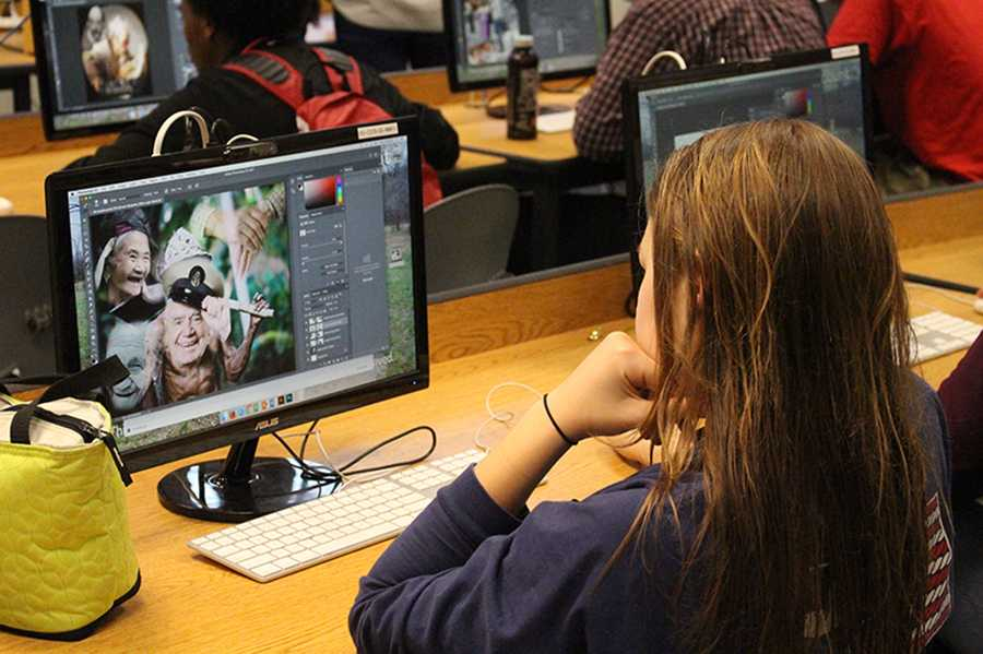 Sophomore Mary Gleason works on Adobe Photoshop during Photo 2. Photo 2 students are participating in an art contest for middle school and high school students centered around the theme of aging.