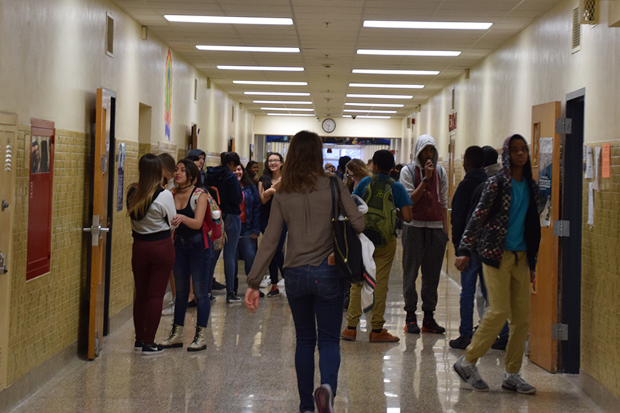 Students+walk+in+hallway+during+passing+time.+New+enforcement+of+hall+pass+system+forces+students+to+ensure+timely+arrival+at+all+their+classes.