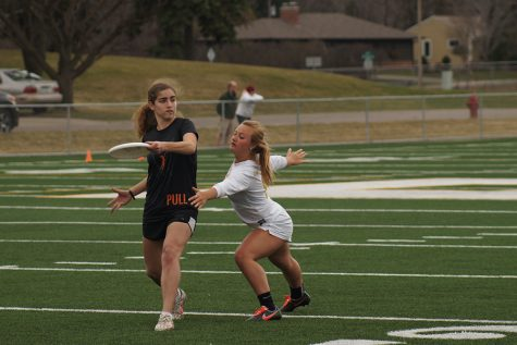 Girls' ultimate team prepares for out-of-state tournament