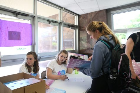 Seniors choose gap year options