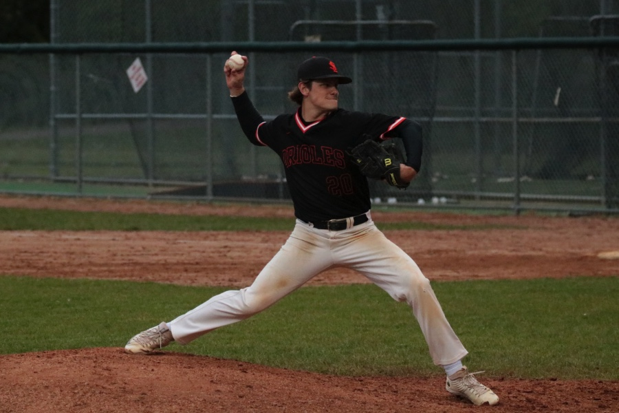 Boys' baseball loses to Washburn