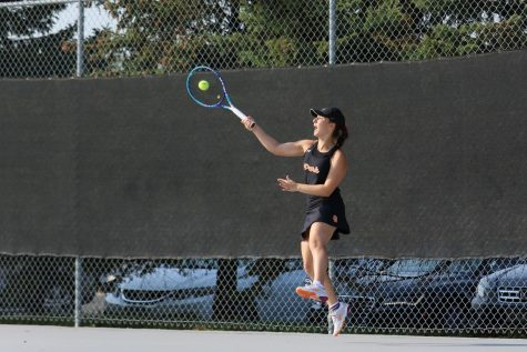 Girls tennis falls to Benilde