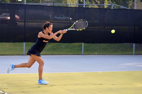 Girls' tennis sweeps Robbinsdale 7-0