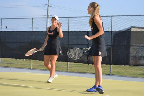 Girls' tennis prepares for Hopkins match