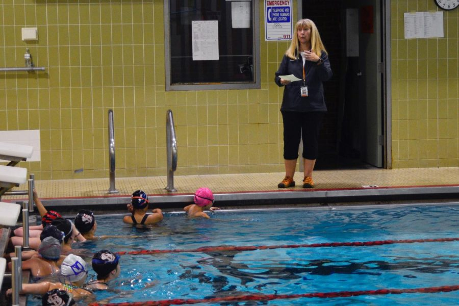 Synchronized+swimming+coach+Linda+Gust+coaches+middle+school+swimming+Oct.+15th+before+the+synchro+season+starts