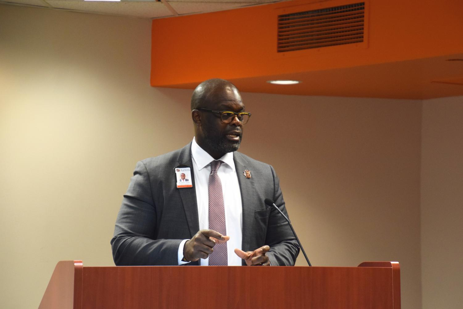 Superintendent Astein Osei speaks in front of school board members Sept. 25. Osei spoke about the $100.9 million referendum and other topics relating to the Park school district.