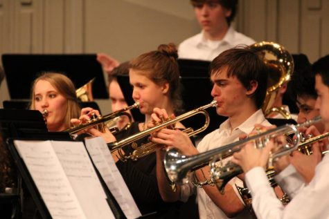 Winter concert honors fallen soldiers