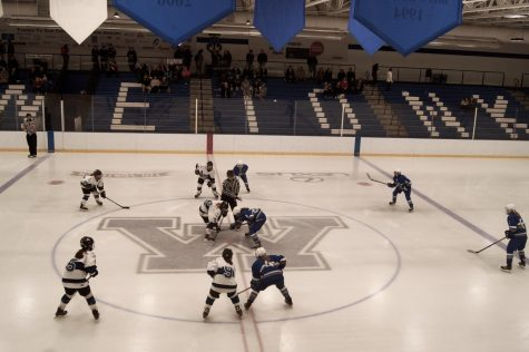 Girls' hockey loses to Minnetonka