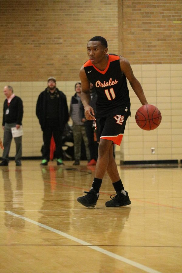 Senior+Cire+Mayfield+scans+the+court+against+Minnehaha+Academy+Dec.+15.+The+Orioles+lost+to+the+RedHawks+59-45
