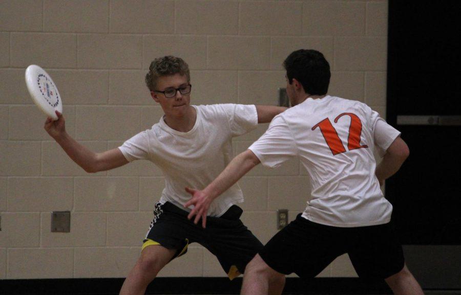 Junior Sam Jensen prepares to throw the frisbee past a defender at practice Feb. 23.
