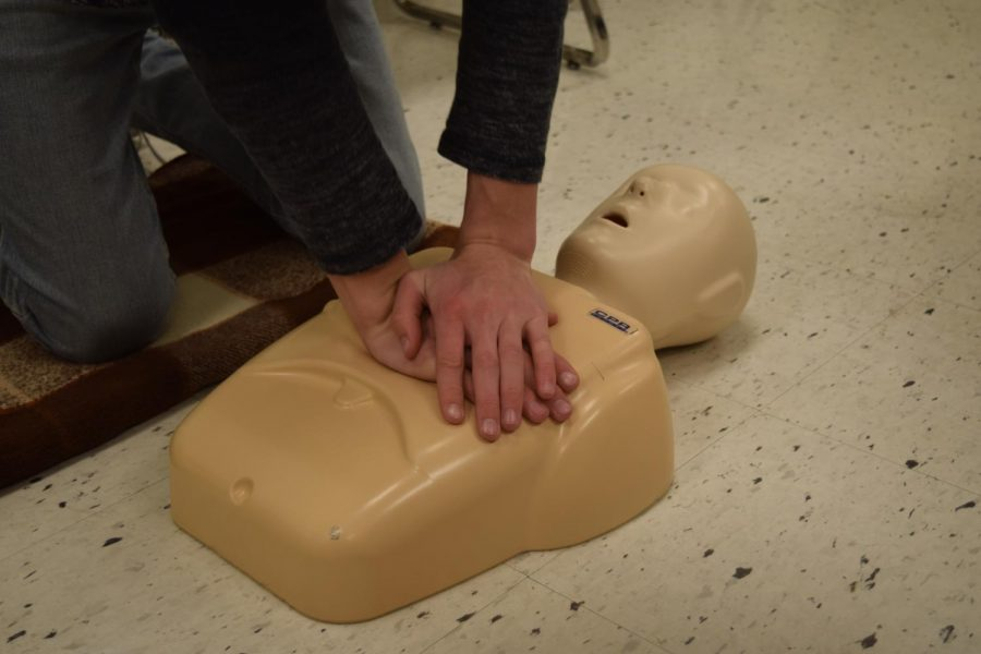 CPR+instructor+and+physical+education+teacher+Rich+Keith+teaches+a+student+the+proper+way+to+administer+CPR+April+11.