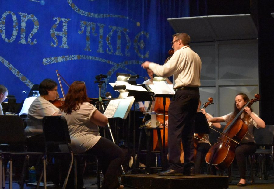 Choir+director+John+Myszkowski+conducts+the+%22Cinderella%22+pit+orchestra.+The+choir+musical+was+performed+March+4+in+the+SLPHS+auditorium.