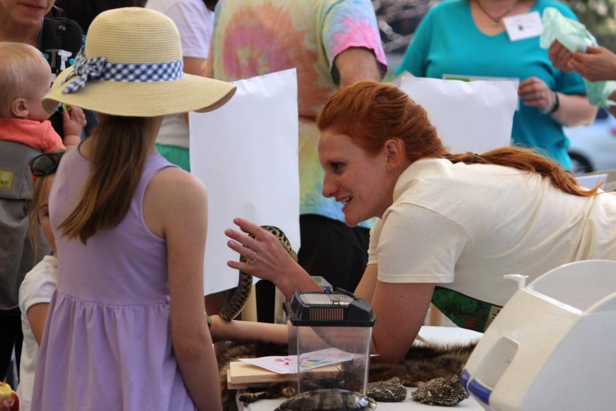 A+naturalist+shows+off+a+snake+to+some+children+attending+the+Saint+Louis+Park+Annual+Ice+Cream+Social+May+13+at+the+ROC.
