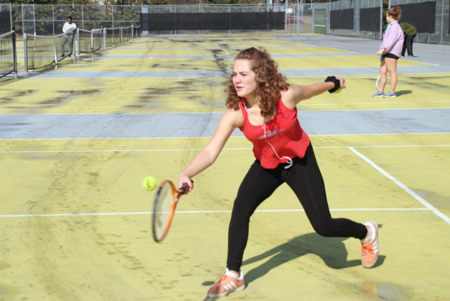 Freshman Evelyn Gutzke hits a backhand during gym class at the Park tennis courts May 1. Gutzke was a member of Parks tennis team this past fall.