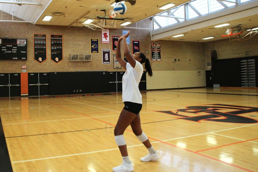 Senior+Gabby+McCaa+works+on+her+setting+technique+during+practice+on+August+23.++Having+good+setting+skills+is+essential+for+a+successful+volleyball+career.+