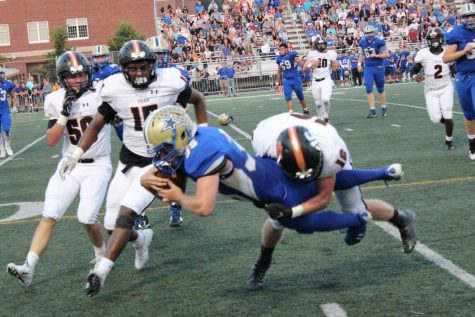 Football preps for Homecoming game