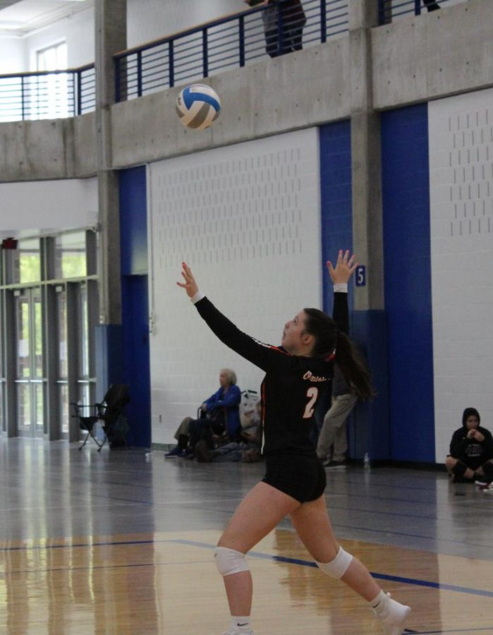 Sophomore+Olivia+Lainsbury+serves+the+ball+to+the+opposing+team.+The+volleyball+team+played+in+the+Hopkins+tournament+Oct.6%2C+finishing+the+day+with+a+score+of+2-2.