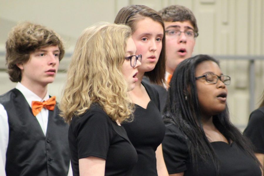 Sophomore Phoebe McKinney sings alongside her fellow park singers. The annual fall choir concert Oct. 29 included a collection of middle schoolers all the way to seniors.