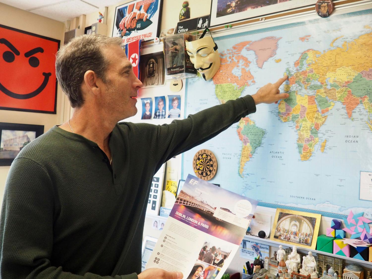 Jeff Cohen points out to students where his European history trip will go over spring break. He plans to go to Ireland, England and France from March 28 to April 8.
