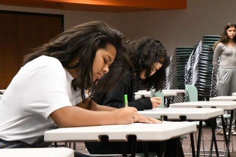 Freshman Symone Morrison completes her ballot during the mock election in C350 Oct. 16. This provided a practice opportunity for students who will be first-time voters in the upcoming election.