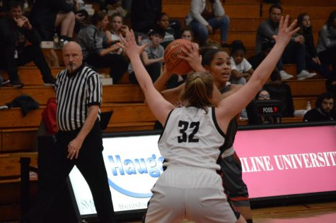 Girls' basketball participates in tournament