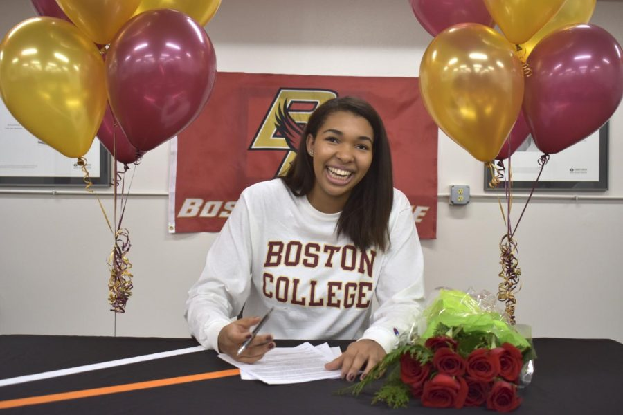 Senior+Gabby+McCaa+signs+a+contract+to+play+D1+volleyball+at+Boston+College.+McCaa+was+first+committed+to+the+University+of+Southern+California%2C+but+then+changed+her+mind.