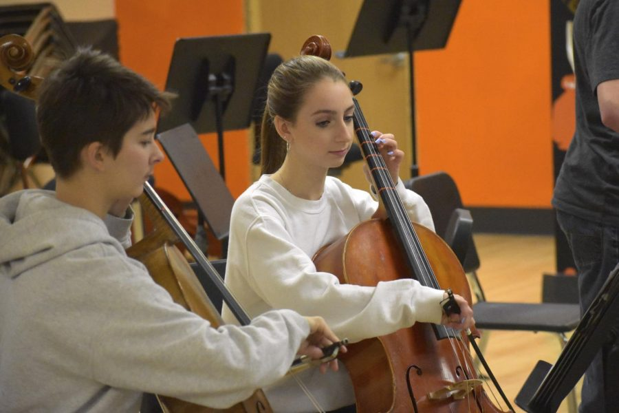 Sophomore+Isabel+Gredler+rehearses+with+her+fellow+chamber+orchestra+members+for+their+upcoming+concert.+The+ensemble+will+be+performing+after+the+9+a.m.+service+on+Dec.+16+at+Wayzata+Community+Church.