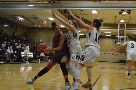 Girls' basketball competes in challenging conference matchup
