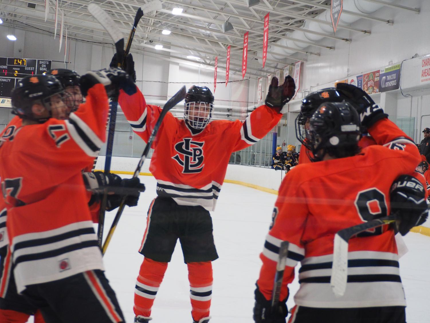 Junior+Bobby+Doss+joins+a+huddle+to+celebrate+sophomore+Austin+Amelse%27s+power+play+goal.+The+score+was+6-1+with+one+goal+in+the+first+period%2C+three+in+the+second+period+and+two+in+the+last+period.+Park%27s+next+game+is+against+Jefferson+at+7+p.m.+Jan.+31+at+the+Rec+Center.+