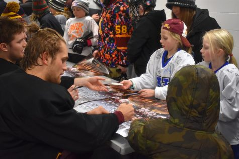 Gophers men's hockey visits St. Louis Park