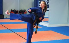 Sophomore instructs children's karate classes