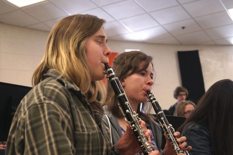 Junior+Dayna+Krause+and+senior+Lexi+Lee+practice+their+part+in+the+multi-faceted+wind+ensemble+piecex.+All+members+of+Park+band+will+perform+a+concert+March+5.+