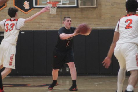 Park boys' basketball starts Sections with win against South