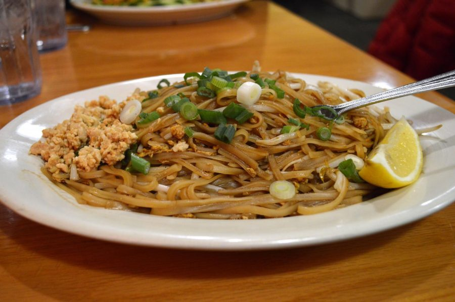 Sawatdee%27s+pad+thai+meal%2C+characterized+by+its+sweet+taste%2C+earned+three+out+of+five+stars.