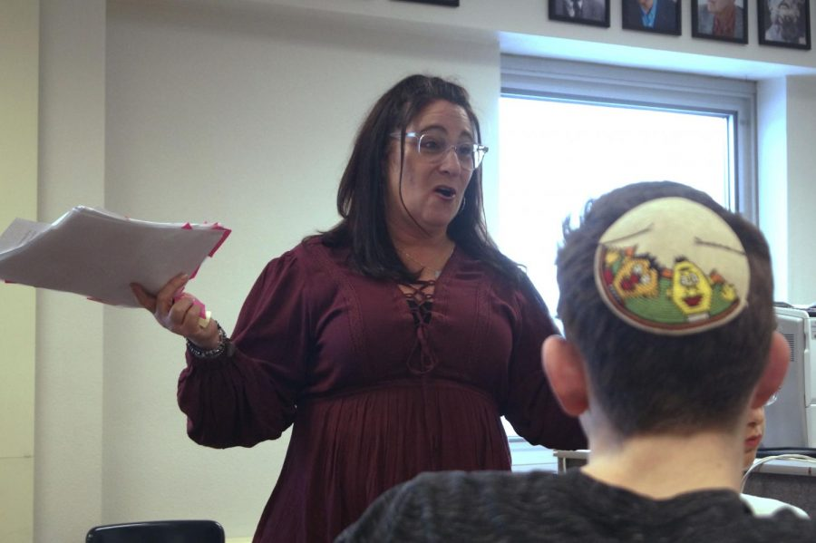 Associate+director+of+education+at+Jewish+National+Fund+Amy+Cytron+gives+a+talk+to+students+in+the+Jewish+Student+Union+March+7.+Cytron+talked+about+Israeli+inventions+and+other+facts+about+Israel+to+students+in+attendance.