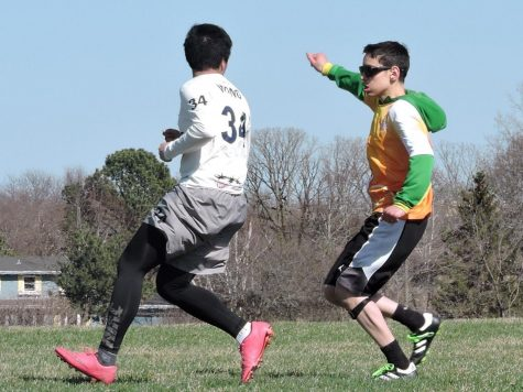 Senior ultimate crush player Jack Ostrovsky signals to teammate to pass the disc during a game in the 2018 season. The team has been doing extra training drills to improve its strength for the 2019 season.