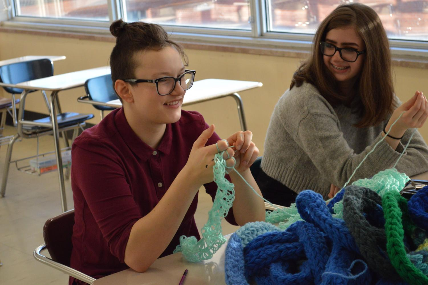 Sophomore Gaby Beilke knits during a yarn club meeting March  21. According to Beilke, this was the club's fourth time joining together.