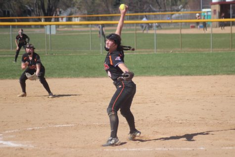 Sophomore Marissa Boettcher pitches during the softball game against Richfield May 4. Park lost the game with a score of 9-10.