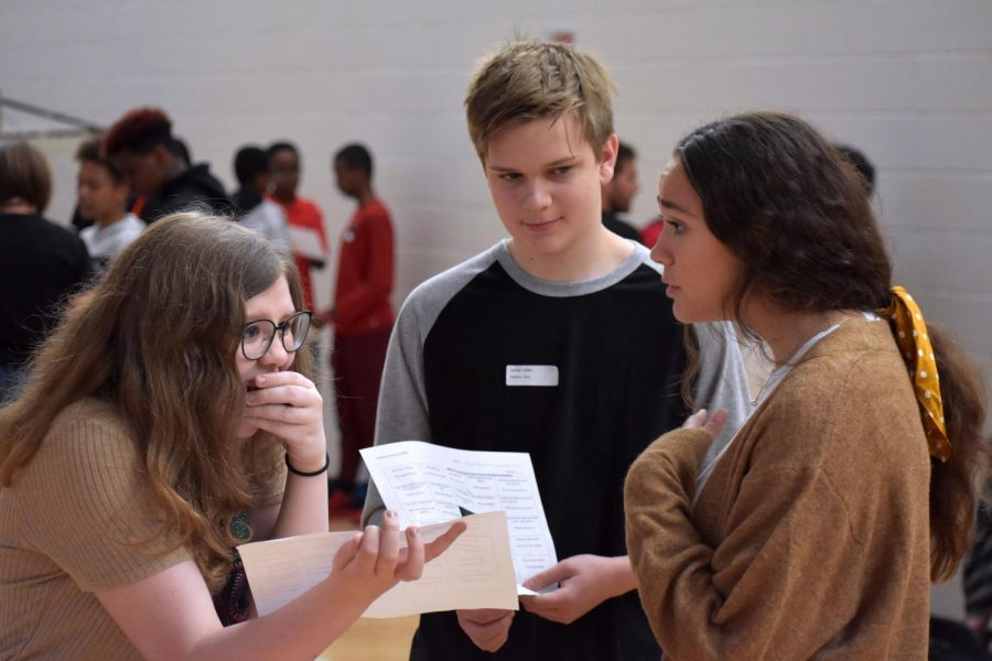 Junior Lilly Strathman speaks with two freshmen. Freshmen met with their Advisory teachers and participated in team bonding activities during the first half of Orientation.