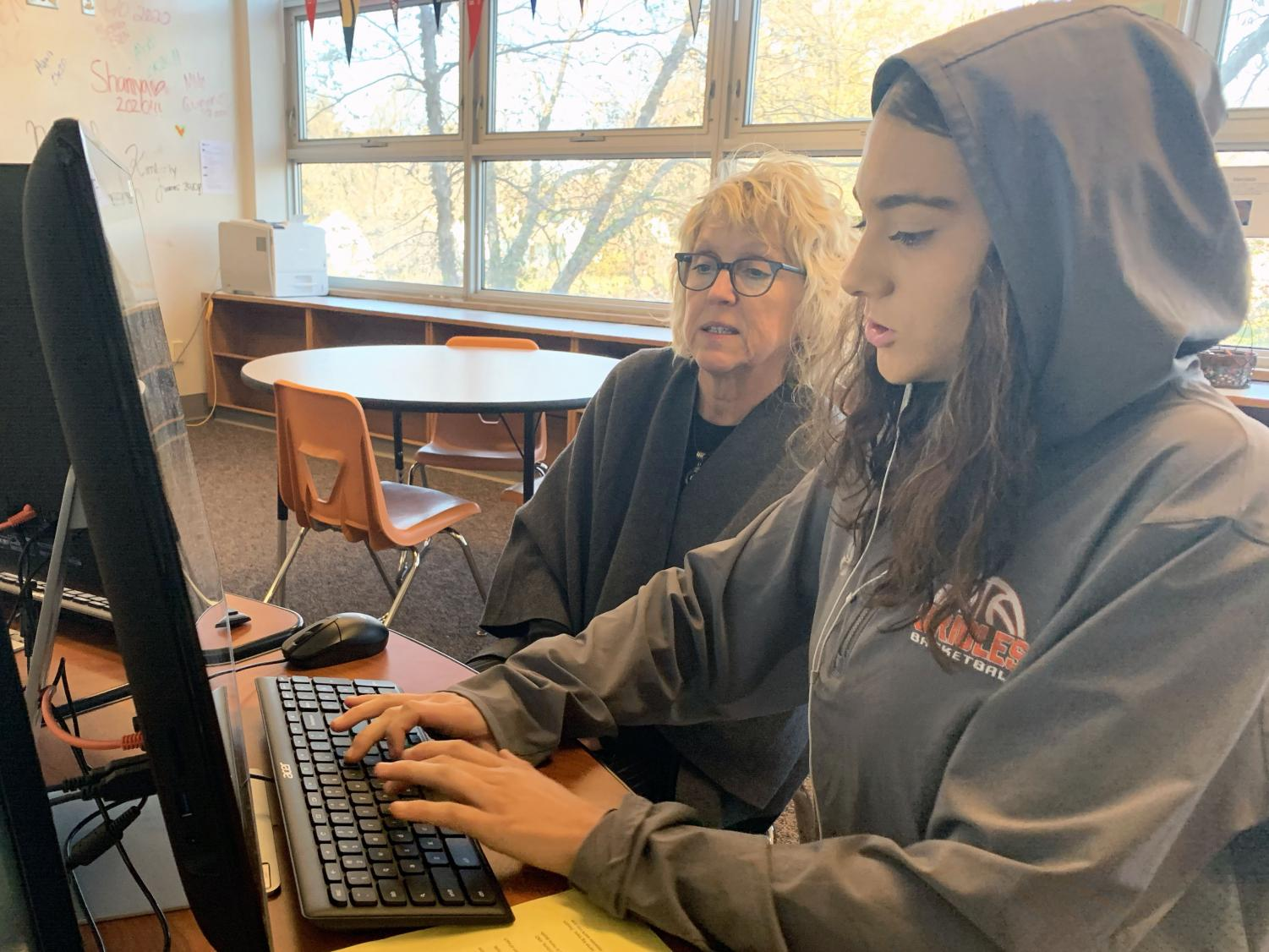 Adviser of the Learning Lab Kari Conroy helps senior Mya Quiñones with her essay Nov. 5. Conroy helps students with a variety of writing related tasks.