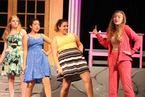 Junior plays Elle Woods in 'Legally Blonde'