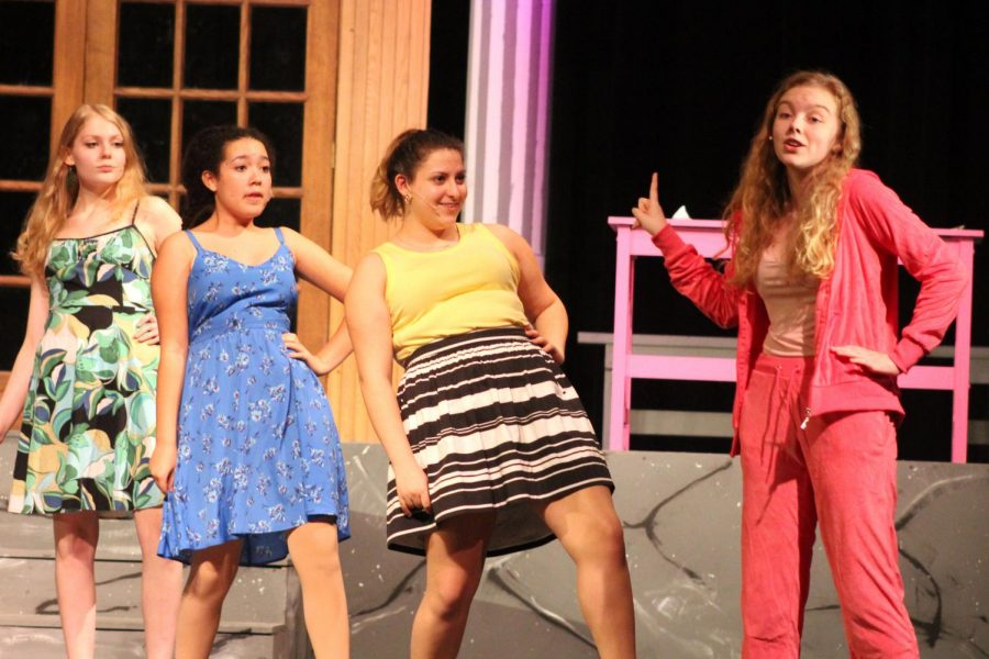 Junior+Phoebe+McKinney+practices+her+role+as+Elle+Woods%2C+working+on+her+singing+and+choreography+Nov.+21.+Shows+will+be+held+at+7+p.m.+Nov.+22+and+23+and+2+p.m.+Nov.+24.+